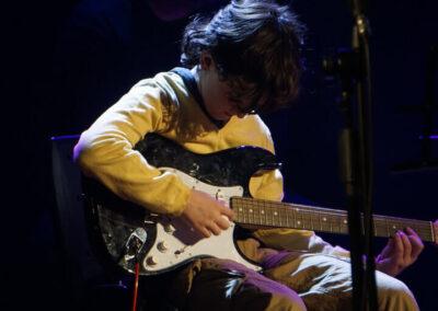 clase de Guitarra niños y niños
